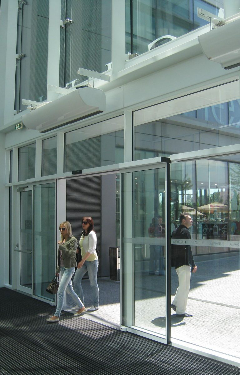 Air Curtains in the Shoping Center